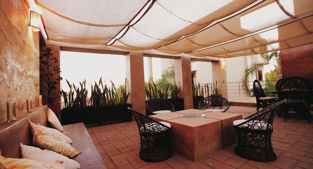 3muros-rammed-earth-Todos-Santos-Baja-a10studio-terraza-interior-06
