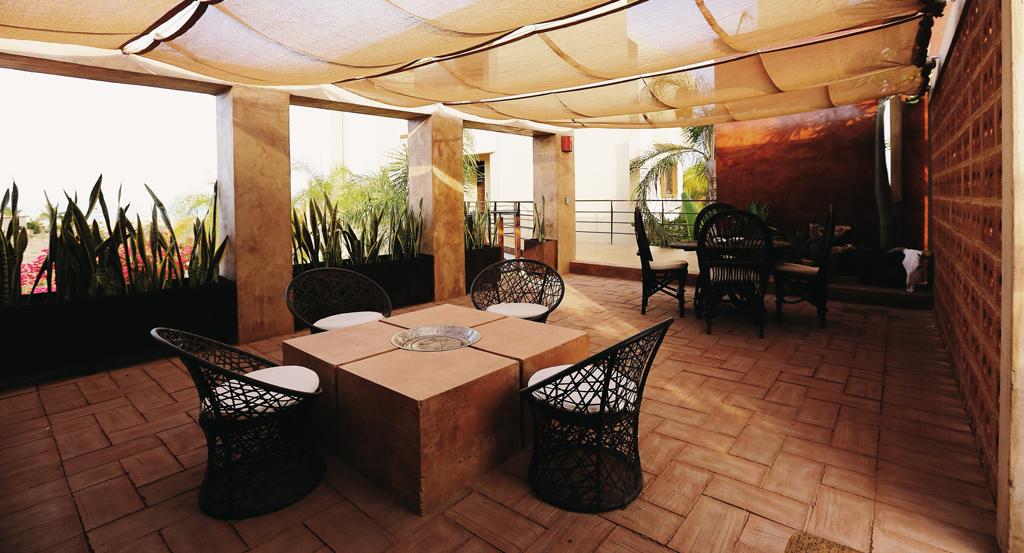 3muros-rammed-earth-Todos-Santos-Baja-a10studio-terraza-interior01