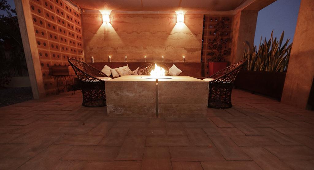 3muros-rammed-earth-Todos-Santos-Baja-a10studio-terraza-interior02
