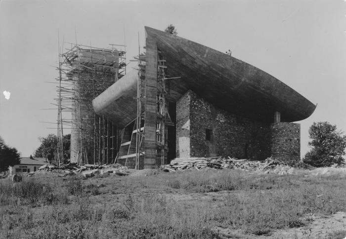 _Le-Corbusier-Notre-Dame-du-Haut-01-a10studio-architecture